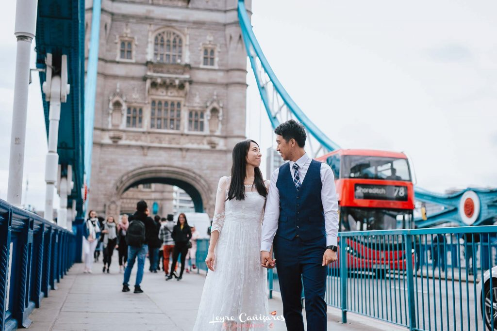 couple photoshoot in London, tower bridge and london eye