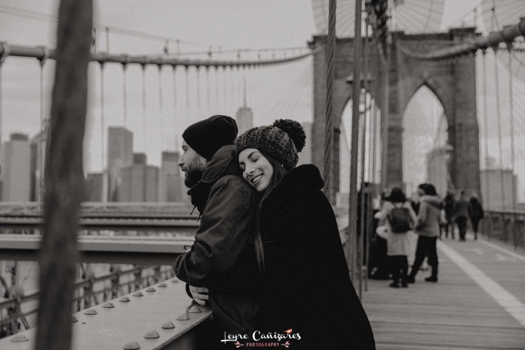 brooklyn bridge couple photoshoot