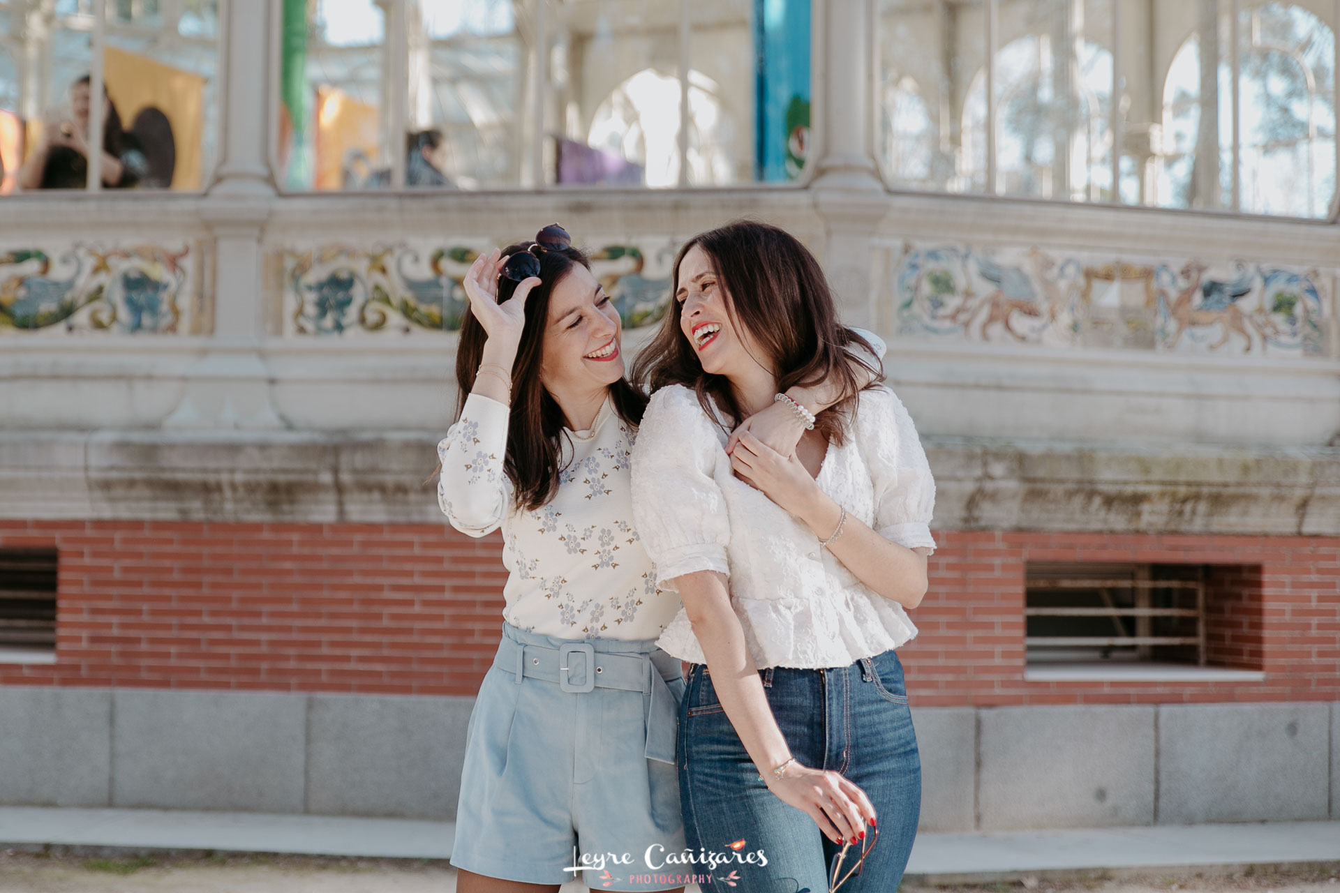 friends photoshoot in nyc
